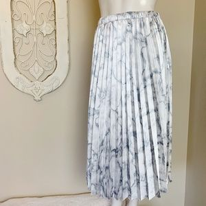 ee:some   Silky Gray White Marble Pleated Maxi Skirt S